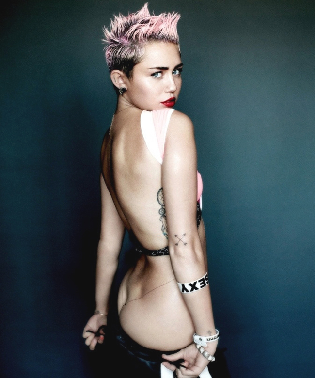 Nude miley cyrus shows her ass